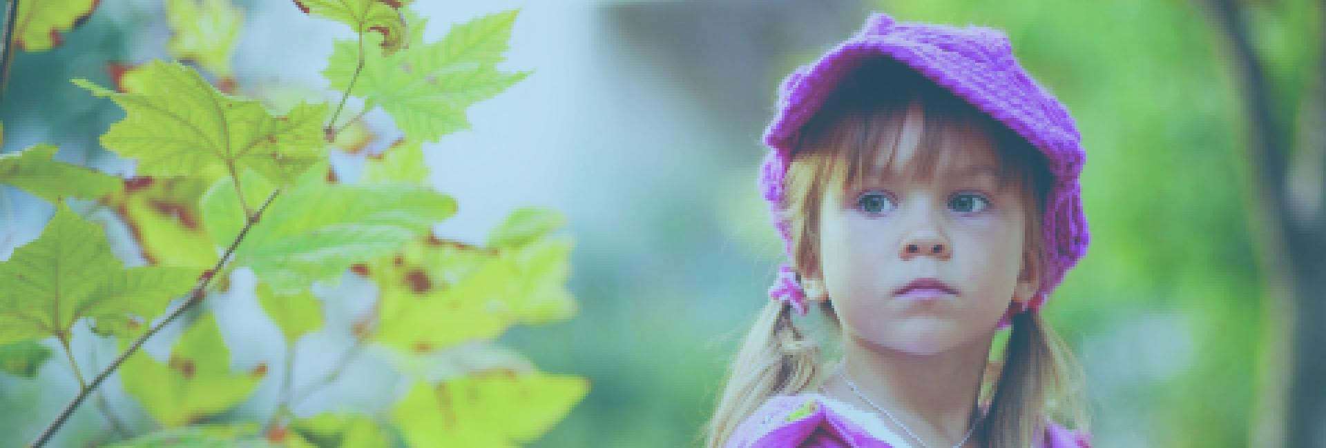 Foto meisje in het bos